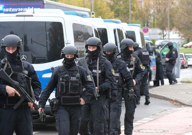 Policie zasahuje v německém městě Halle, kde došlo k útoku na synagogu (9. 10. 2019)
