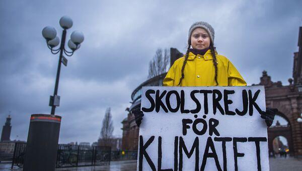 Greta Thunbergová s plakátem - Sputnik Česká republika