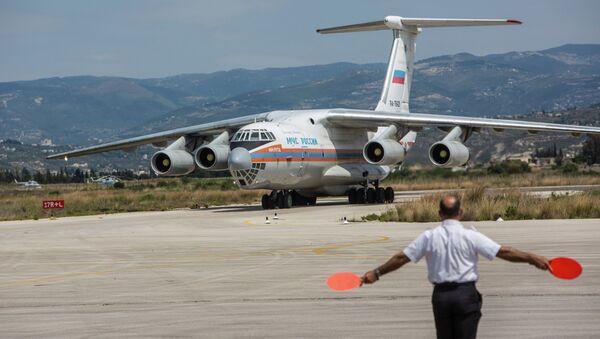Ruské letadlo Emercom s humanitární pomocí pro Sýrii - Sputnik Česká republika