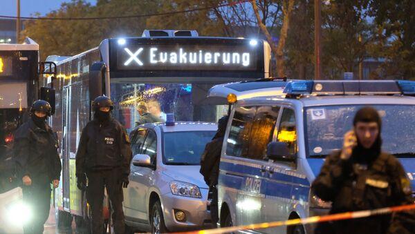 Evakuační autobus v německém Halle - Sputnik Česká republika