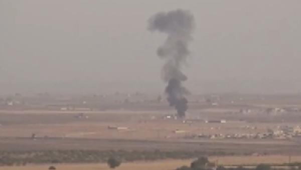 Video: Letecké útoky na turecko–syrskou hranici v rámci turecké vojenské operace Pramen míru - Sputnik Česká republika