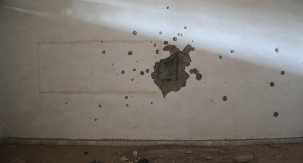Video: Děsivá exkluzivita. Prohlídka mučivých tunelových systémů teroristů Islámského státu pod stadionem v syrské Rakce