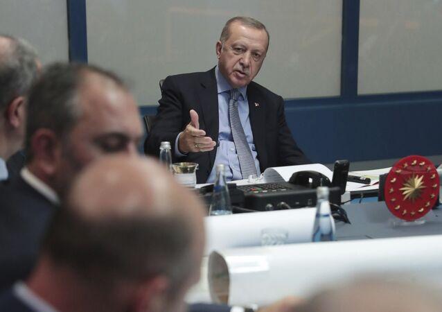 Turecký prezident Recep Tayyip Erdogan na společném zasedání s tureckými vojenskými představiteli a vládnoucí stranou AKP v Ankaře (9. 10. 2019)