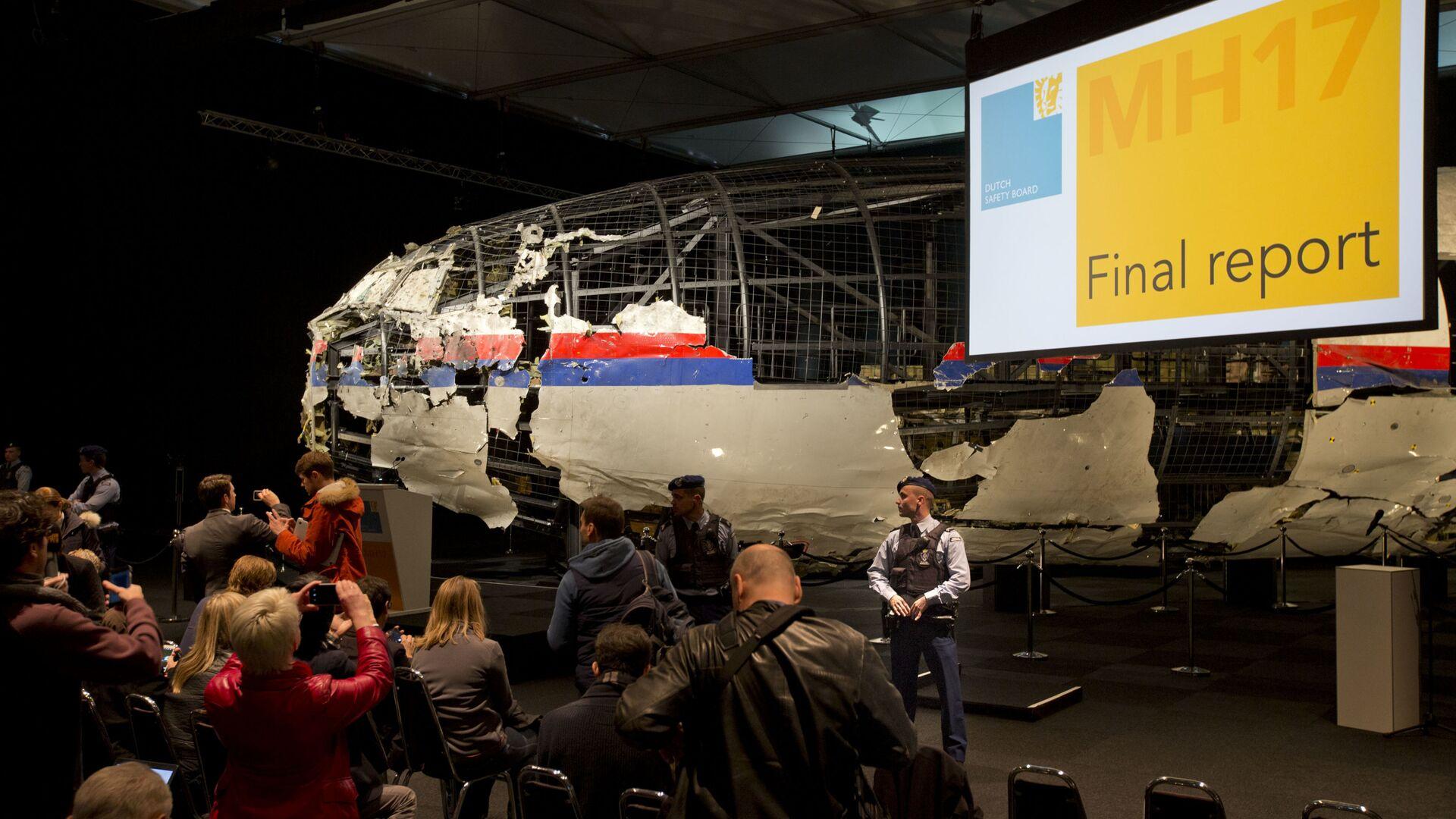 Úlomky Boeingu 777 během prezentace výsledků vyšetřování katastrofy letu MH17 - Sputnik Česká republika, 1920, 06.03.2021