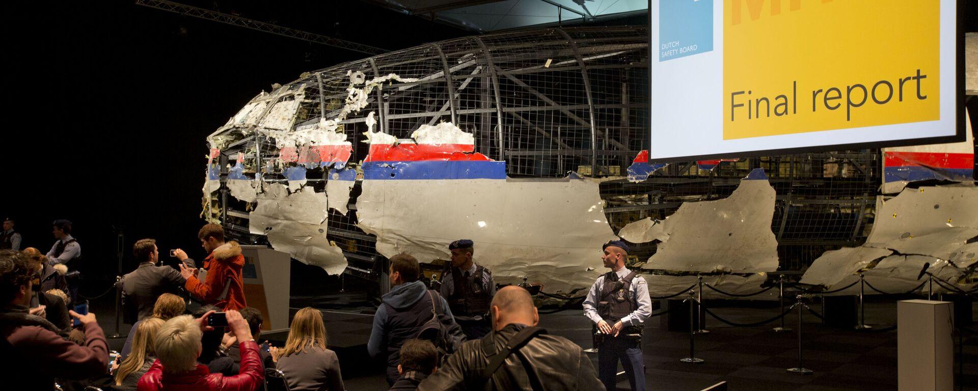 Úlomky Boeingu 777 během prezentace výsledků vyšetřování katastrofy letu MH17 - Sputnik Česká republika, 1920, 24.06.2021