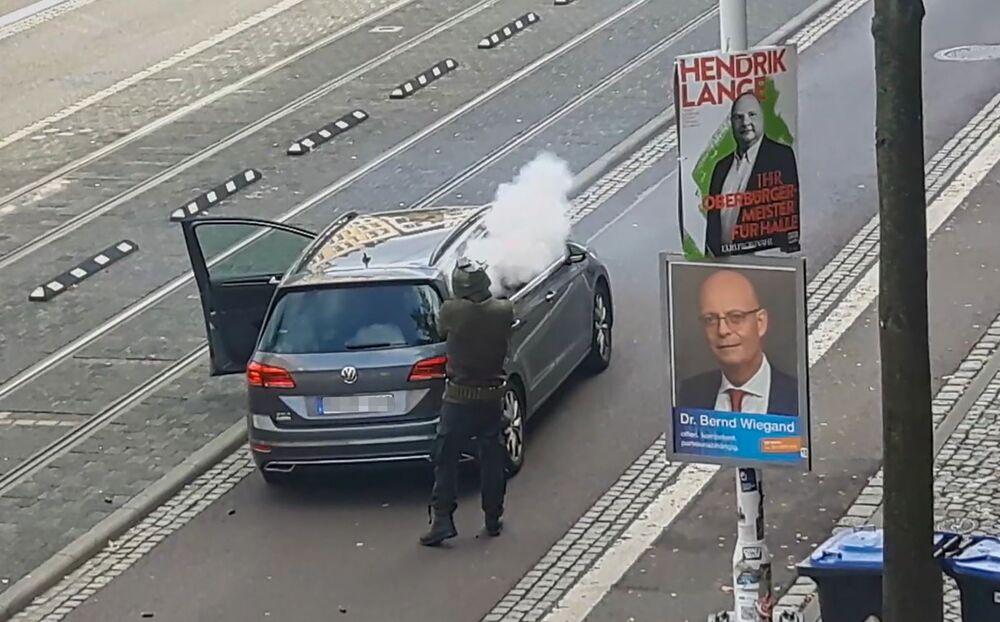 Rasově motivovaný útok na synagogu v Německu: Obličej útočníků a snímky z napadení