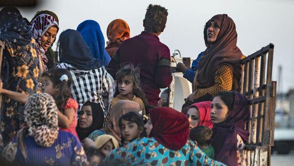 Arabští a kurdští uprchlíci se snaží uniknout turecké invazi (9. 10. 2019) - Sputnik Česká republika