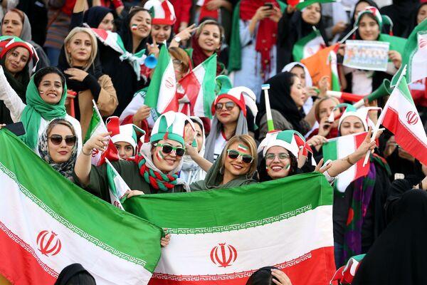Poprvé za 40 let mohly ženy v Íránu na fotbal - Sputnik Česká republika