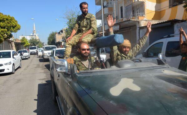 Muži v autě na hranici Turecka a Sýrie - Sputnik Česká republika