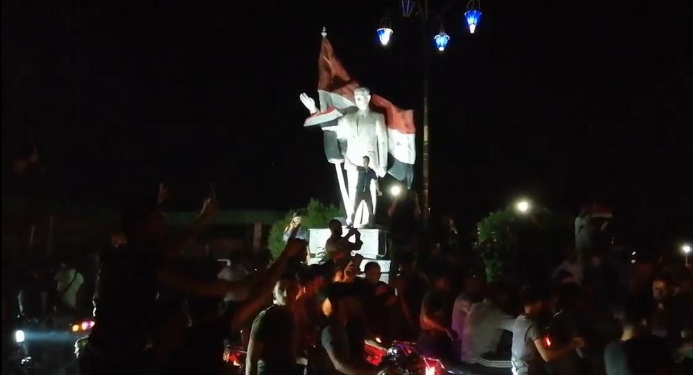 Video: Obyvatelé syrského Kámišlí hromadně oslavují nasazení syrské armády v regionu