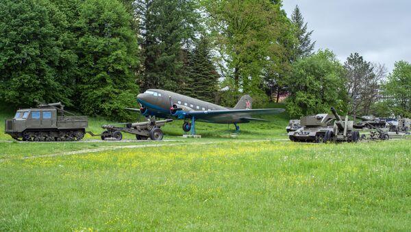 Historický sovětský letoun Lisunov Li-2 na Dukle - Sputnik Česká republika