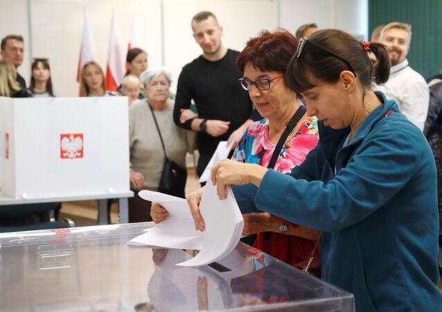 Volební místnost v Polsku