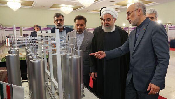 Íránský prezident Hasan Rúhání spolu s šéfem íránské agentury pro atomovou energii Alím Akbarem Sálehím - Sputnik Česká republika