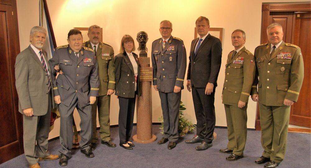 Generální štáb slaví 100 let! Vzácná návštěva! Přišli mezi nás bývalí náčelníci Generálního štábu i s vnučkou prvního náčelníka Hlavního štábu československé branné moci generála Maurice Pellého.
