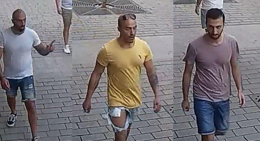 Nizozemci, kteří v centru Prahy napadli číšníka.