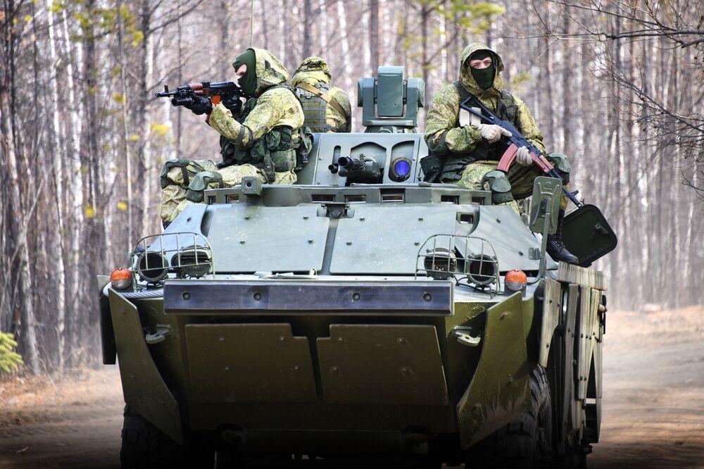 Rozlouskl ho jako oříšek. Nové ruské obrněné průzkumné vozidlo pěchoty zlikvidovalo tank T-72