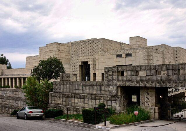 Dům Ennis House v okolí Los Angeles