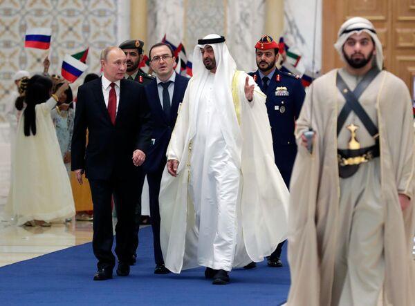 Ruský prezident Vladimir Putin a korunní princ Abú Dhabí Mohammed bin Zayed Al Nahyan. - Sputnik Česká republika