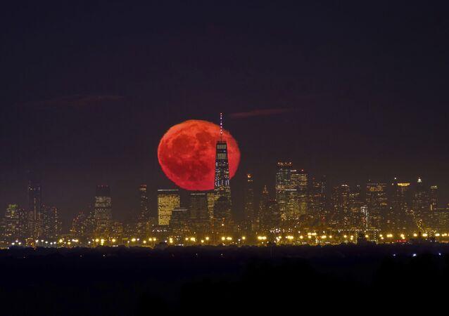 Měsíc, Manhattan, úterý 15. října 2019.