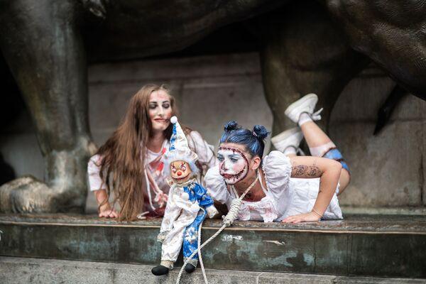 Účastníce Zombie Walk v Paříži. - Sputnik Česká republika