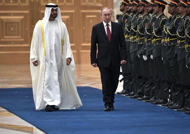 Ruský prezident Vladimir Putin a korunní princ Abú Zabí Mohamed bin Saíd Ál Nahján