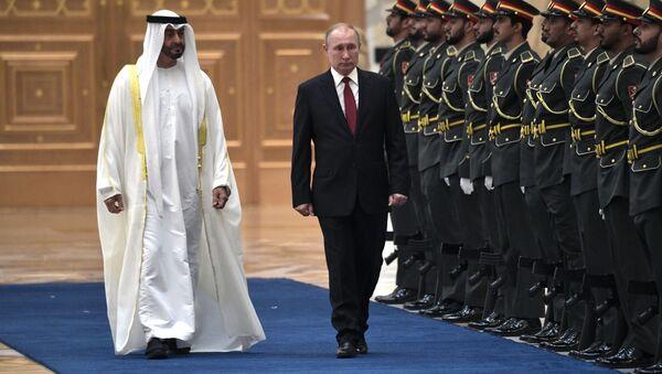 Ruský prezident Vladimir Putin a korunní princ Abú Zabí Mohamed bin Saíd Ál Nahján - Sputnik Česká republika