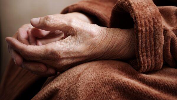Ruce staré ženy - Sputnik Česká republika