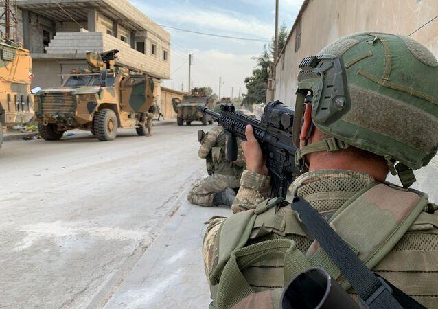Turečtí vojáci v Tal Abiadu v Sýrii