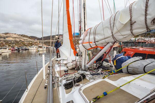 Instalace nových plachet na jachtě Rusark Aurora na ostrově Grónsko v rámci expedice ruské společnosti Rusark. - Sputnik Česká republika