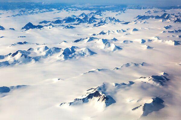 Zasněžené hory na ostrově Grónsko. - Sputnik Česká republika