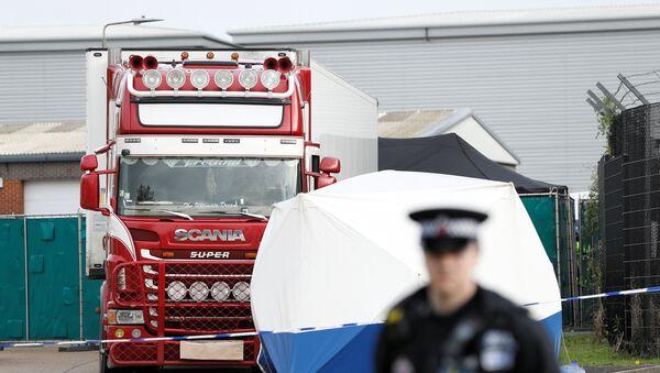 Kamion, ve kterém bylo objeveno 39 mrtvých těl - Sputnik Česká republika