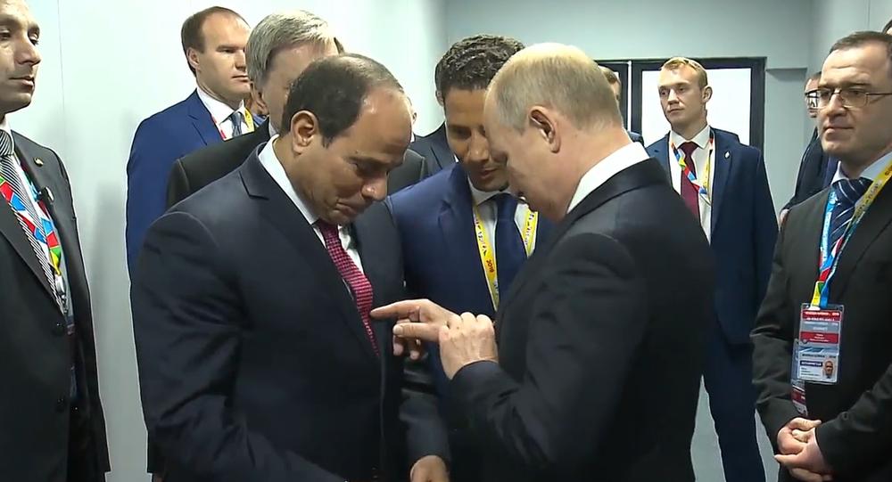 Video: Shoda? Ruský vůdce Putin a egyptský prezident as-Sísí na ekonomický summit přišli ve stejných kravatách