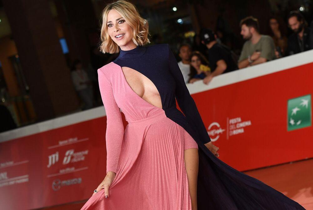 Herečka Stefania Orlandová na červeném koberci před premiérou filmu Zlatokopky na 14. mezinárodním filmovém festivalu v Římě.
