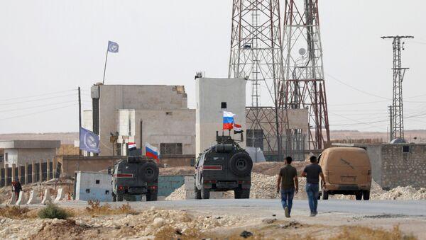 Hlídka Vojenské policie Ruské federace nedaleko Manbidže na severovýchodě Sýrie - Sputnik Česká republika