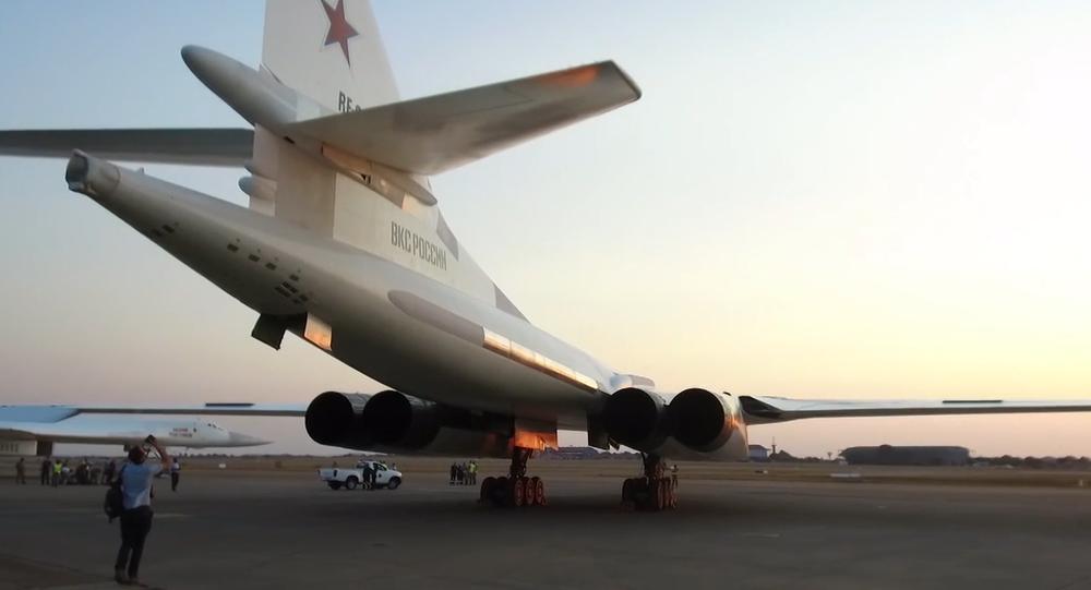 Video: V JAR jsou předváděny ruské bombardéry. Co to znamená?