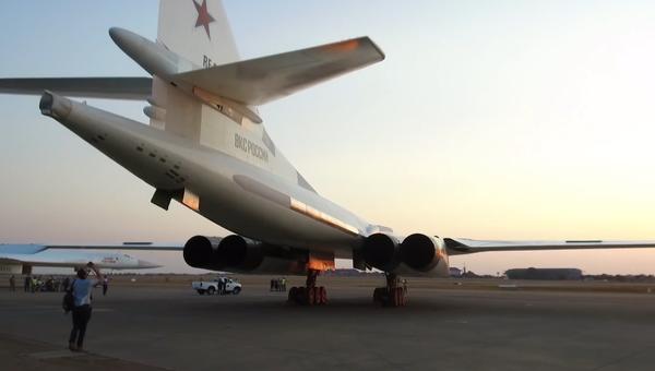 Video: V JAR jsou předváděny ruské bombardéry. Co to znamená? - Sputnik Česká republika