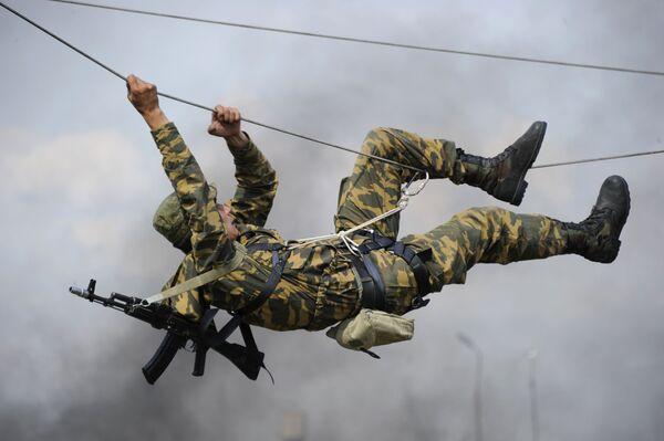 Výcvik příslušníků 22. zvláštní brigády speciálního určení, která je umístěna v Rostovské oblasti. - Sputnik Česká republika