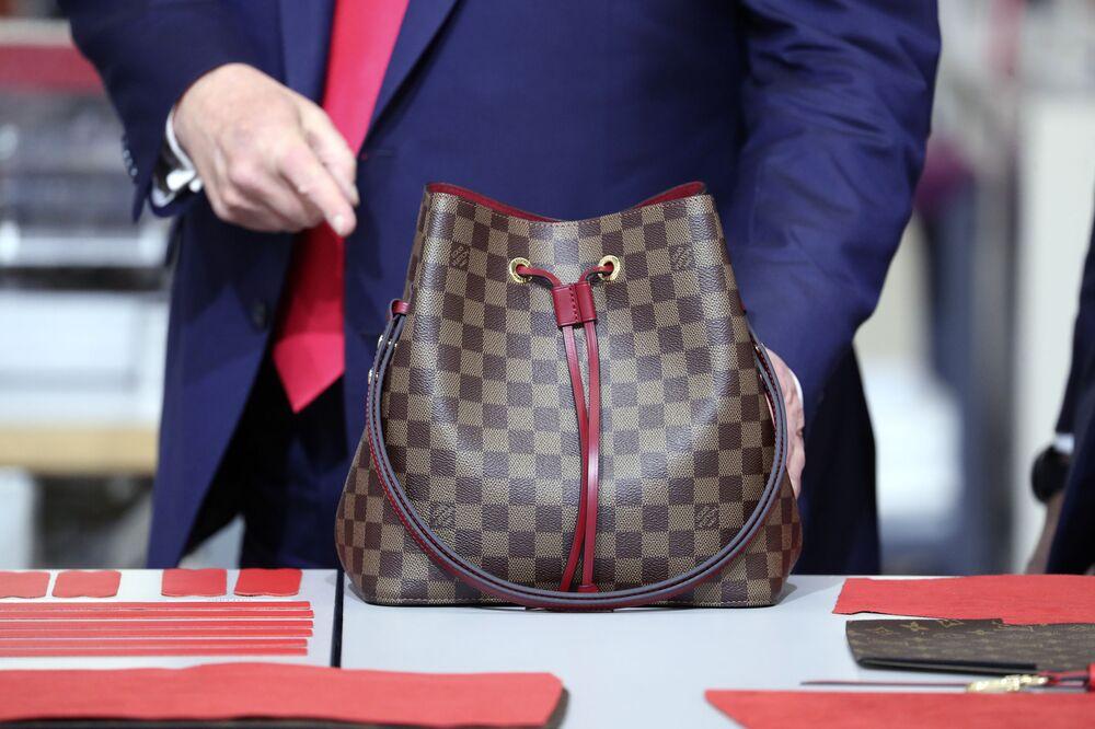 Americký prezident Donald Trump s taškou Louis Vuitton.