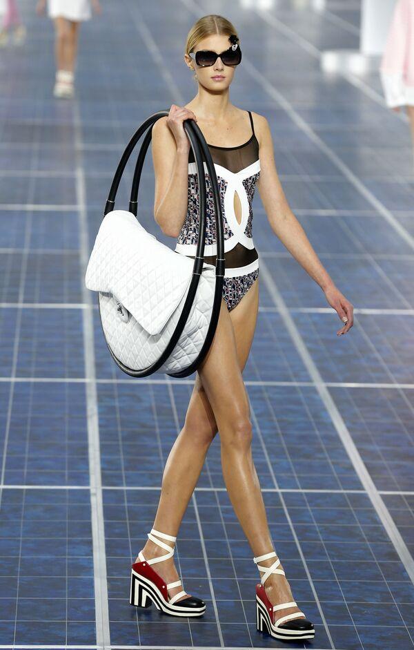 Prezentace kolekce Chanel jaro-léto 2013 v Paříži. - Sputnik Česká republika