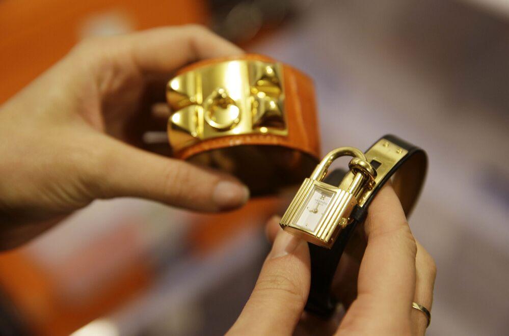 Náramek a hodinky Hermès.
