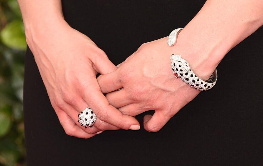 Herečka Emilia Clarke se šperky od Cartiera na předávání cen Sdružení filmových a televizních herců v roce 2015.