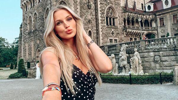 Karolína Mališová si užila pěkný víkend ve wellness a potěšila fanoušky fotkou v plavkách - Sputnik Česká republika