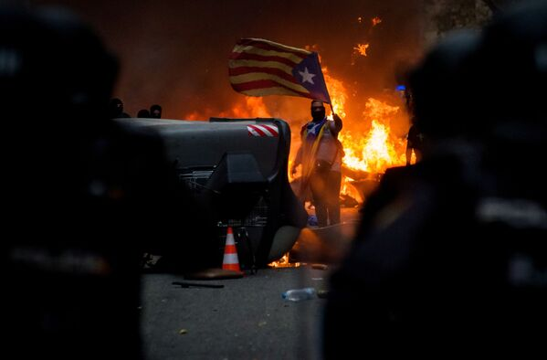 Protesty v Barceloně proti trestu organizátorům referenda o samostatnosti Katalánska v roce 2017. - Sputnik Česká republika