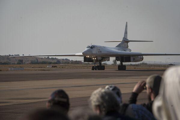 Ruský strategický bombardér Tu-160 v Jihoafrické republice. - Sputnik Česká republika