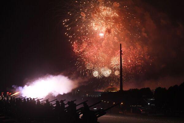 Ohňostroj při příležitosti oslav 75. výročí osvobození Bělehradu od nacistické okupace. - Sputnik Česká republika
