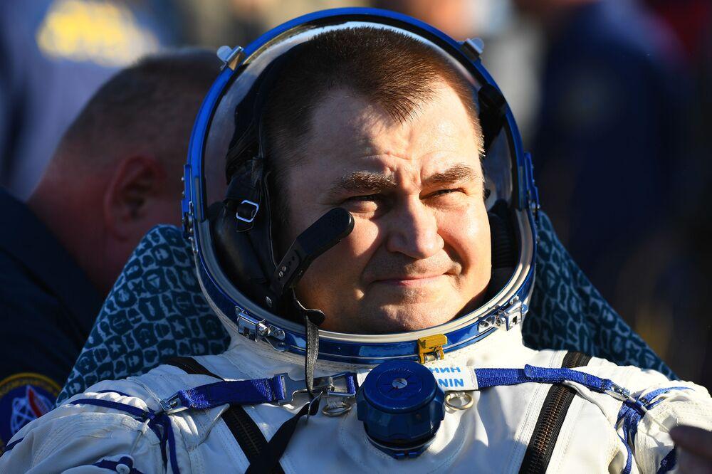 Kosmonaut Roskosmosu Alexej Ovčinin po přistání na Zemi.