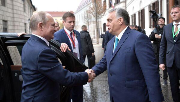 Ruský prezident Vladimir Putin a maďarský premiér Viktor Orbán během setkání - Sputnik Česká republika