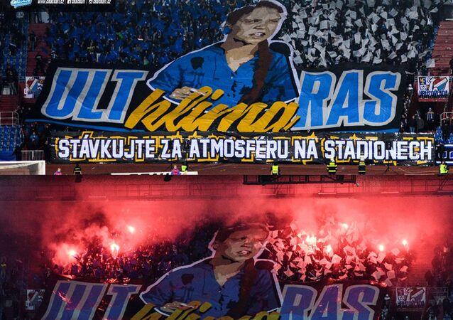 Choreo fanoušků Baníku Ostrava při zápase proti Slavii