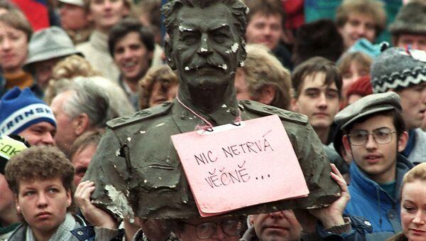 Mnohatisícová demonstrace na Václavském náměstí v Praze v roce 1989 v Československu - Sputnik Česká republika