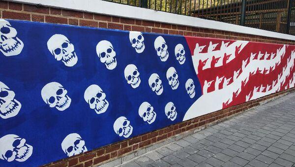 V Teheránu se objevilo nové graffiti před bývalým americkým velvyslanectvím - Sputnik Česká republika